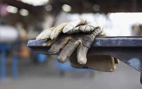 مسئولین می دانند فاصله حقوق کارگر با خط فقر چقدر است؟