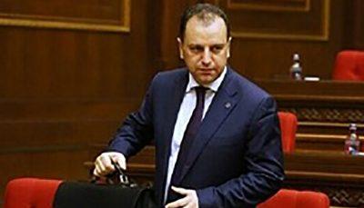 وزیر دفاع ارمنستان هم استعفا داد وزیر دفاع ارمنستان, استعفا