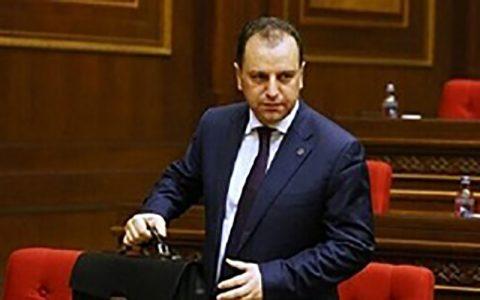 وزیر دفاع ارمنستان هم استعفا داد