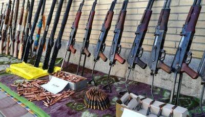 کشف محموله بزرگ سلاح توسط سپاه در مناطق مرزی شمالغرب / فیلم