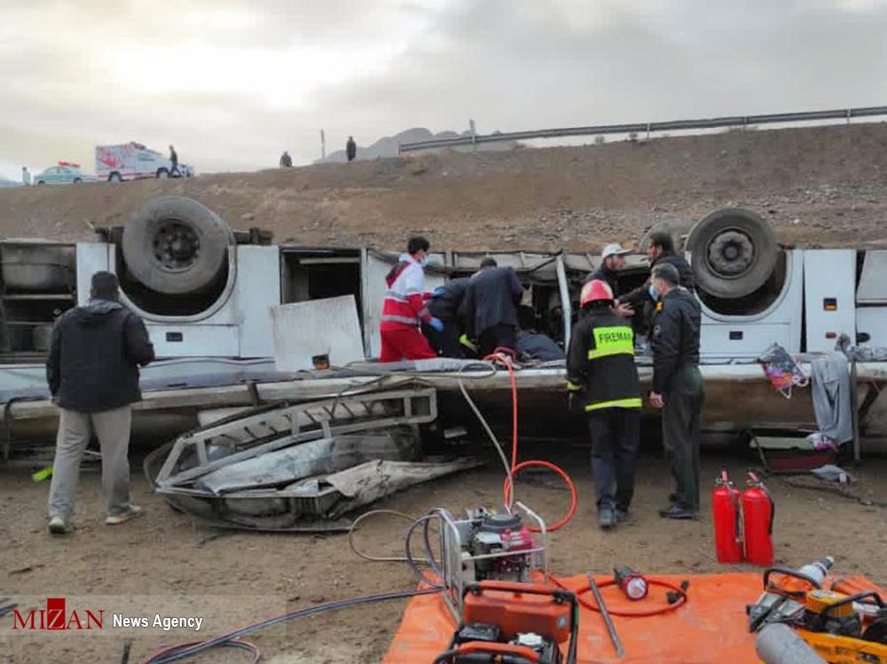 ۴ کشته و ۱۷ مصدوم بر اثر واژگونی اتوبوس/ تصاویر