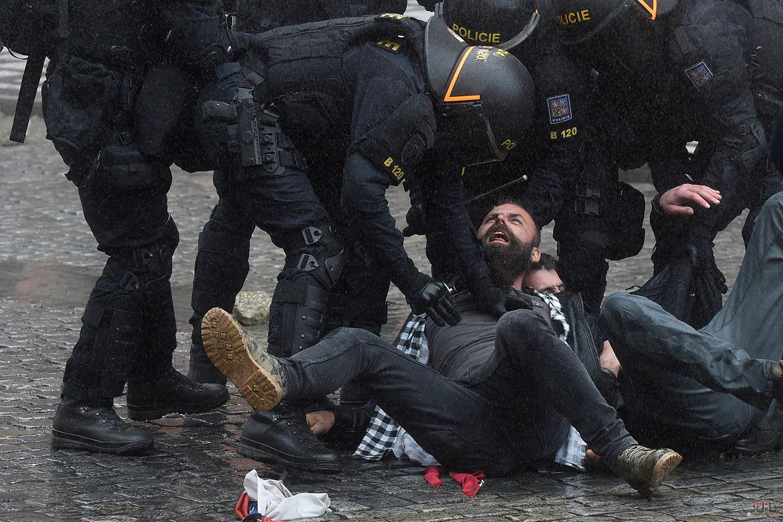 Czech Protest Coronavirus GettyImages 1229148577 برترین عکس های رسانه ای جهان, بهترین عکس خبری, بهترین عکس های جهان, گزارش تصویری