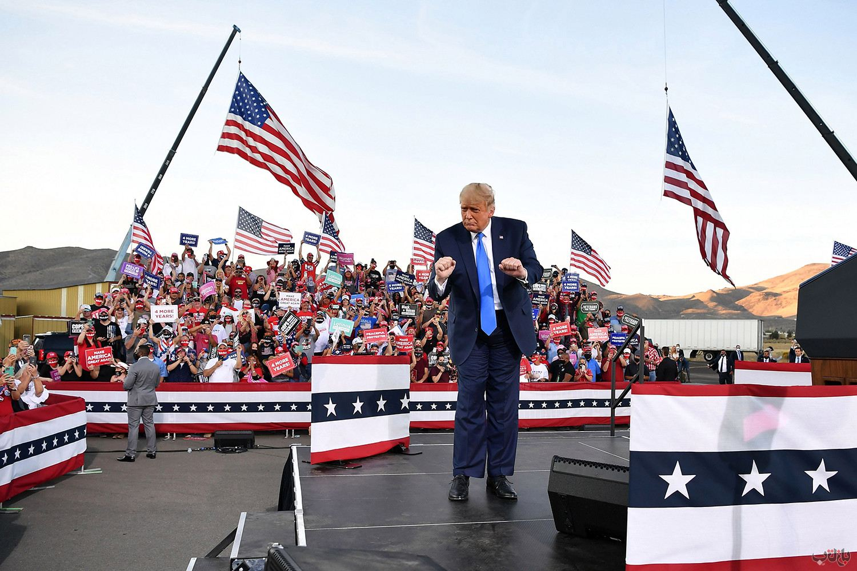 Donald Trump Campaign Dancing GettyImages 1229158639 برترین عکس های رسانه ای جهان, بهترین عکس خبری, بهترین عکس های جهان, گزارش تصویری