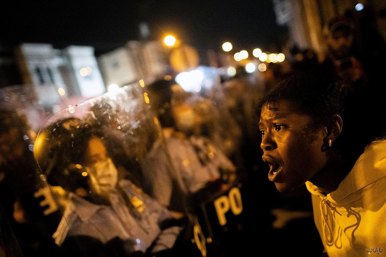 Philadelphia Walter Wallace Protest Police GettyImages 1229317207 برترین عکس های رسانه ای جهان, بهترین عکس خبری, بهترین عکس های جهان, گزارش تصویری