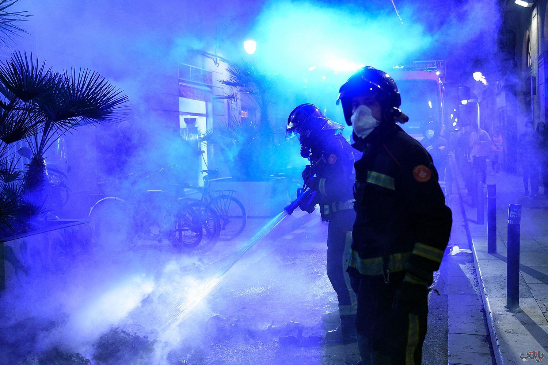 Spain Coronavirus Lockdown Protest GettyImages 1229297681 برترین عکس های رسانه ای جهان, بهترین عکس خبری, بهترین عکس های جهان, گزارش تصویری