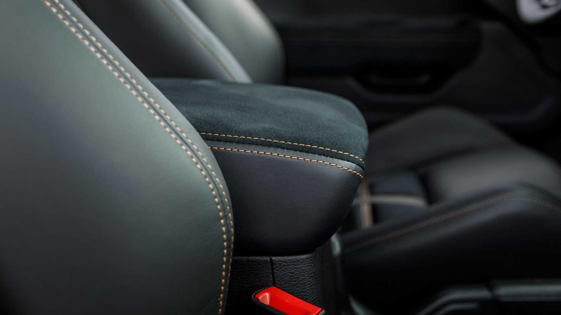 rezvani hercules 6x6 seats close خودروسازی رضوانی, هرکول