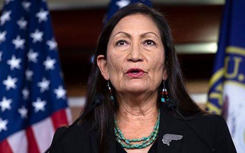 بایدن رسما یک بومی آمریکا را به عنوان وزیر داخلی کابینه معرفی کرد