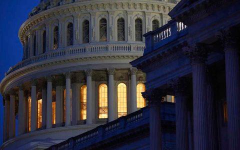 تلاش کنگره آمریکا برای نجات دولت فدرال از تعطیلی