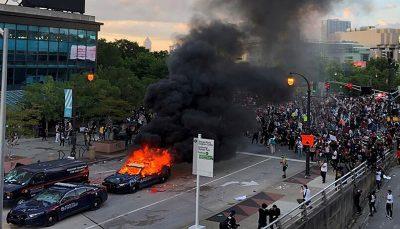 زیر گرفتن مردم توسط خودروی طرفدار ترامپ/ فیلم