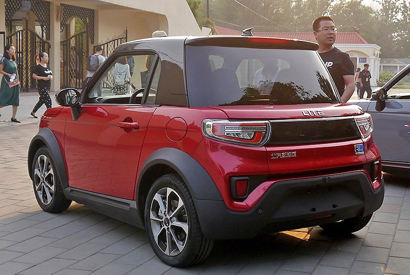آرک فاکس لایت؛ خودروی متفاوت چینی با مجموعه ای از امکانات سرگرمی و ایمنی / عکس