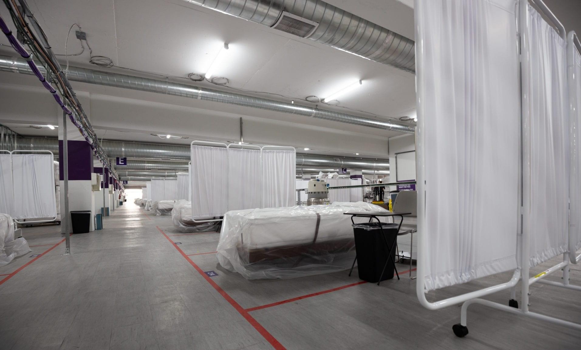 بستری بیماران کرونایی آمریکایی در پارکینگ! / تصاویر