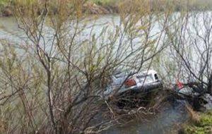 افتادن خودرو داخل رودخانه در بجنورد حوادث