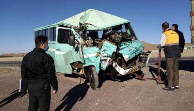 برخورد مینیبوس با کامیون در استان قزوین ۹ مصدوم برجای گذاشت محور تاکستان – آبگرم, تصادف