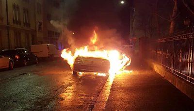 به آتش کشیده شدن ۳۰ خودرو در شب سال نو در استراسبورگ فرانسه