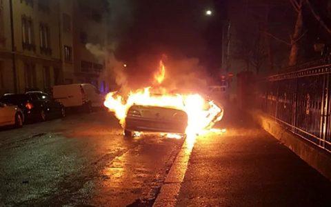 به آتش کشیده شدن ۳۰ خودرو در شب سال نو در استراسبورگ فرانسه استراسبورگ فرانسه, آتش, خودرو