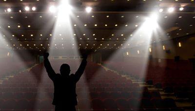 رامین پرچمی از زندان به تئاتر فجر میآید/ زندانیانی که در یک جشنواره، مقابل مردم میروند