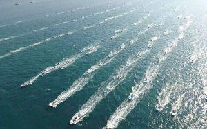 رژه بزرگ شناوری بسیج دریایی در سواحل بندر عسلویه برگزار شد