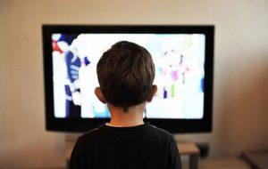 مضرات تماشای تلویزیون برای کودکان زیر ۴ سال پزشکی و سلامت