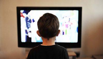 مضرات تماشای تلویزیون برای کودکان زیر ۴ سال مضرات تماشای تلویزیون, کودکان