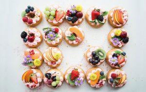 ۱۰ گل خوراکی برای تزیین غذا سبک زندگی