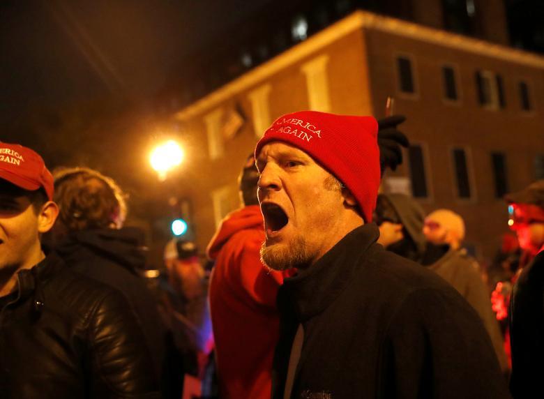 زدو خورد طرفداران ترامپ با پلیس در پایتخت آمریکا / عکس