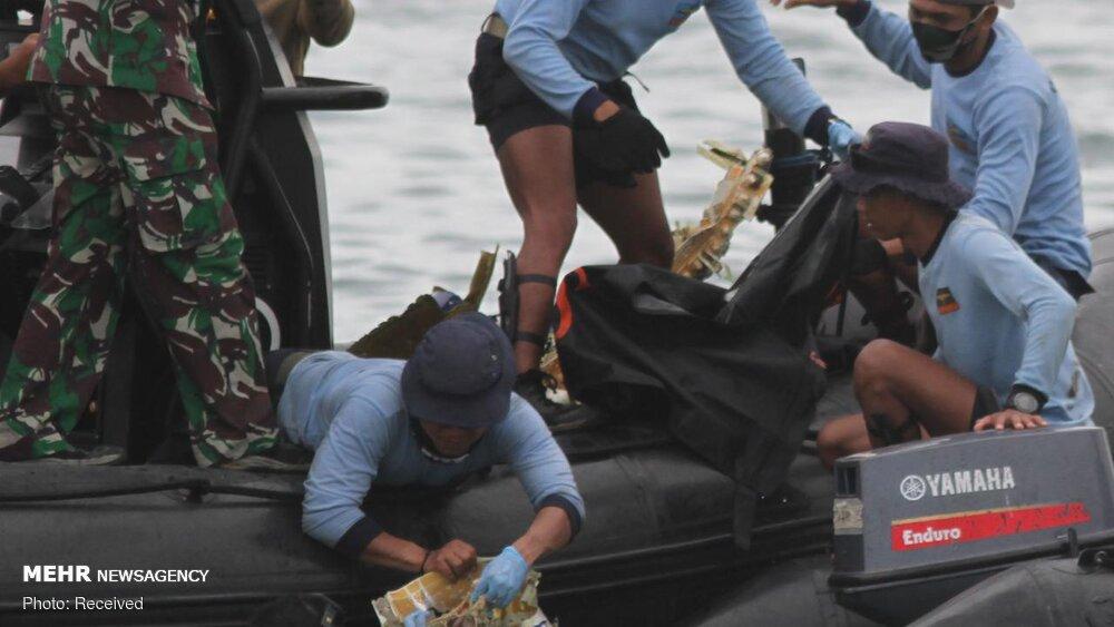3657163 هواپیمای مسافربری اندونزی, اجساد سرنشینان هواپیما