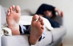 5 دلیل پادرد پس از بیدار شدن از خواب پزشکی و سلامت