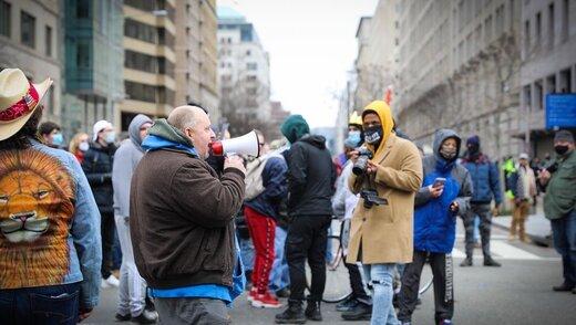 عکسهای همسر ملیپوش اسبق ایران از اعتراضات دیشب در واشنگتن دیسی