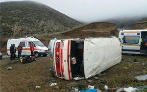 مصدومیت ۱۸ نفر به دلیل واژگونی مینیبوس در محور قم_تهران