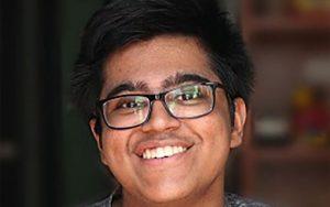 پسر 17 ساله هندی که پول میگیرد تا فوتبال تماشا کند