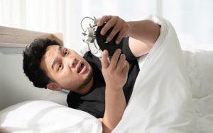 چرا صبحها سخت از خواب بیدار ميشوید