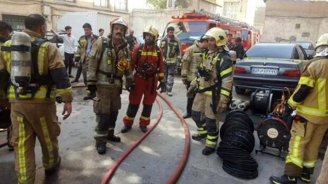 آتش سوزی در خیابان مولوی مهار شد/ عکس