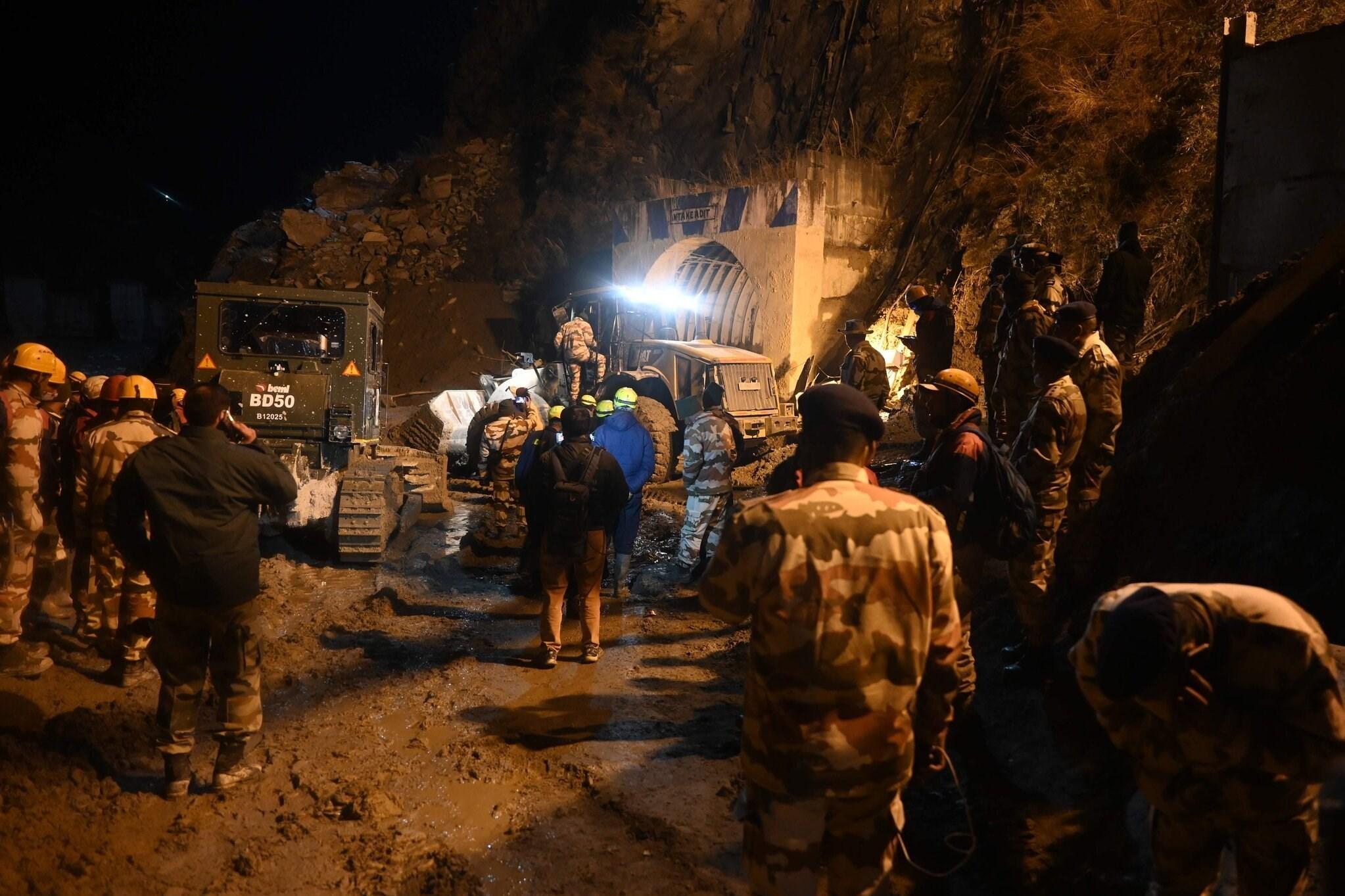 ۲۶ کشته و ۲۰۰ مفقودی بر اثر سقوط یخچال طبیعی در هند / تصاویر