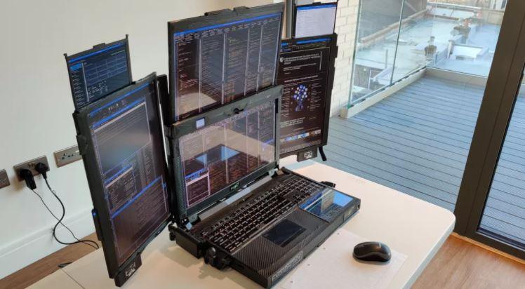 لپ تاپ Aurora 7 با هفت نمایشگر به عنوان نمونه اولیه معرفی شد