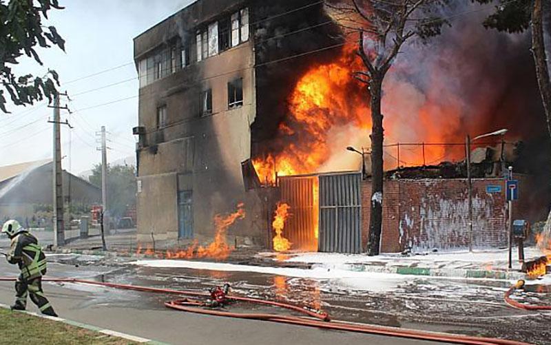 آتش سوزی در کارخانه تولید مواد شیمیایی در سیدنی/ فیلم