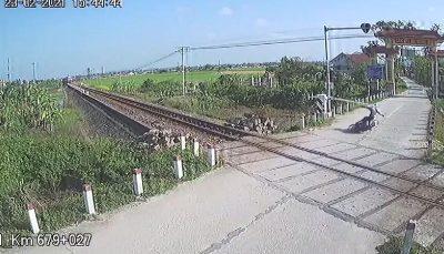 حادثه برای راکب موتور روی ریل راه آهن/ فیلم