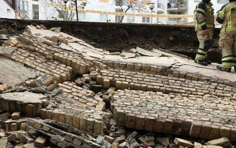 حادثه ریزش دیوار بر روی ۴ کودک در مشهد / دختربچه ۷ ساله جان باخت