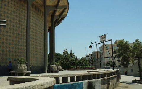 حصار کشی تئاتر شهر پیام جدایی هنرمند و شهروند را دارد