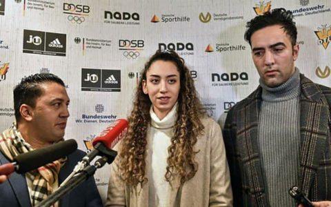 حضور کیمیا علیزاده با پرچم سفید تیم پناهندگان در المپیک توکیو