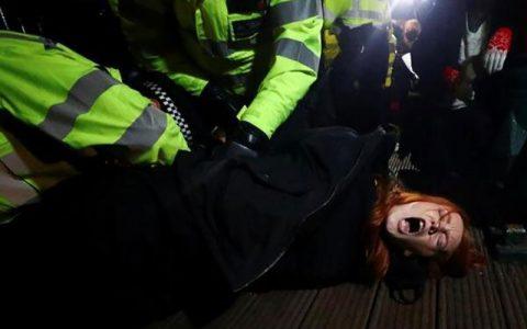 ناامنی در انگلیس/ پلیس لندن با معترضان درگیر شد