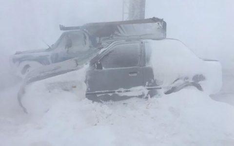 ساعت گرفتاری مسافران در برف و کولاک محور دامغان سمنان