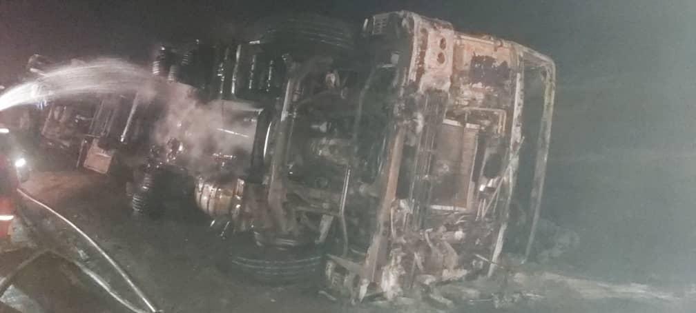 1191032 862 واژگونی تانکر سوخت در محور اهواز - شوش/ یک نفر کشته شد/ عکس