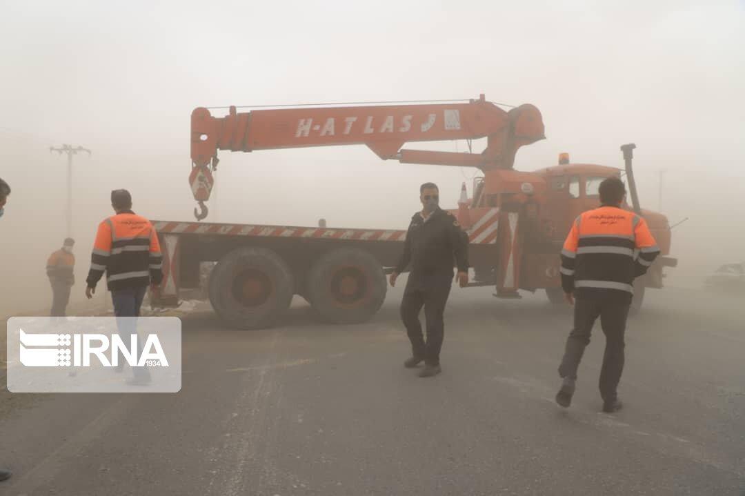 وزش طوفان شن و اختلال در تردد جاده ای در شرق استان اصفهان