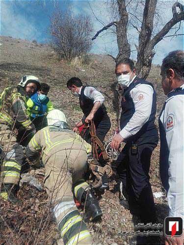 نجات یک دختر جوان که از ارتفاعات تهران به دره سقوط کرده بود