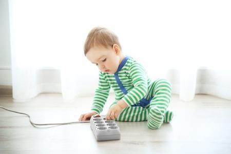 مواظب برق گرفتگی کودکان باشید