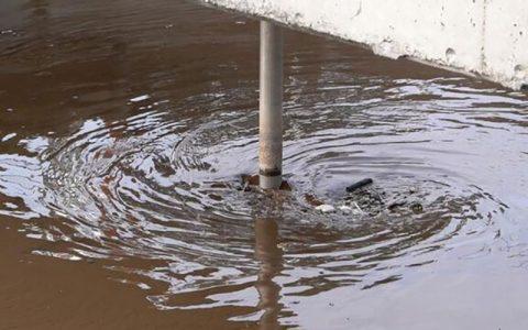 وضعیت اضطراری در فلوریدا به دلیل نشت فاضلاب سمی اعلام وضعیت اضطراری در فلوریدا به دلیل نشت فاضلاب سمی