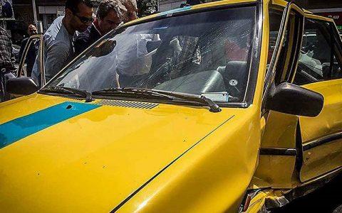 تصادف تاکسی با موتورسیکلت در بزرگراه نواب