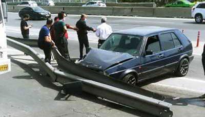 تصادف شدید پراید با گاردریل
