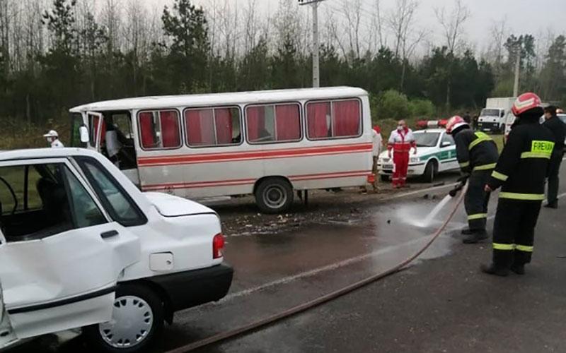 تصادف مینیبوس و پراید در جاده رشت - لاکان/ 9 نفر کشته و زخمی شدند