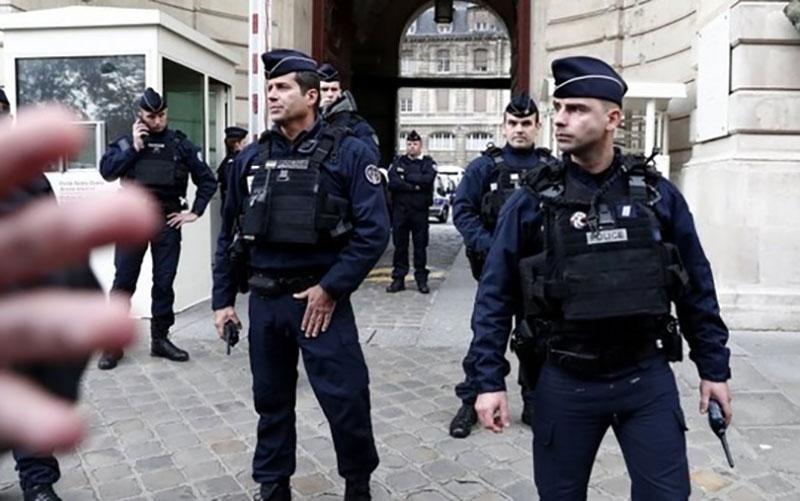 تیراندازی در مقابل بیمارستانی در پاریس